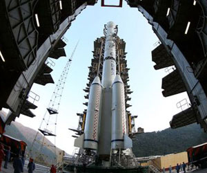 El cohete Larga Marcha 3B en el que ha sido lanzada la sonda china con destino a la Luna. Foto: AP.