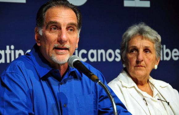 René González e Irma Shewerert. Foto: Ladyrene Pérez/Cubadebate.