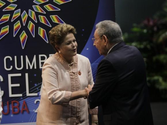 Raúl Castro y Dilma Rousseff, la Presidenta de Brasil, en el recibimiento a mandatarios de CELAC. Foto: Ismael Francisco/Cubadebate