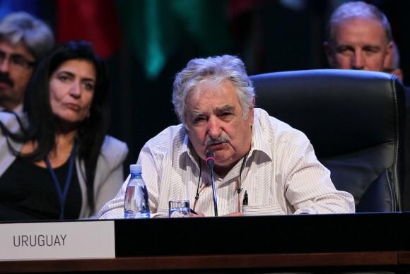 """""""Nos hemos disfrazado todos de monos con corbata"""", dice Mujica, criticando la copia de occidente. Foto: Ismael Francisco/ Cubadebate"""