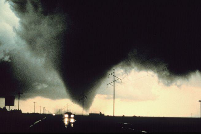 EEUU Tornados dejan saldo de 18 vctimas mortales