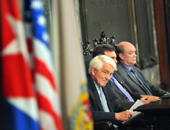 """""""Es hora de iniciar un nuevo capítulo en las relaciones Cuba-EEUU"""", dijo hoy en una Conferencia Magistral en el Aula Magna de la Universidad de La Habana, Thomas J. Donohue, presidente de la Cámara de Comercio de Estados Unidos. Ante estudiantes, académicos y otros invitados, Donohue hizo votos para que, como mismo se están produciendo cambios en la economía cubana, comience un período de transición en las relaciones entre los dos países."""