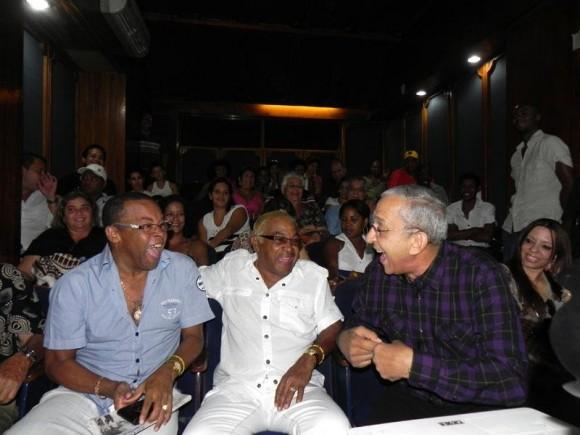 """De izquierda a derecha, Adalberto Álvarez, César """"Pupy"""" Pedroso y Juan Formell. Foto: Adablerto Álvarez/ Facebook"""
