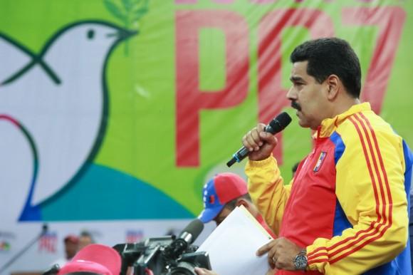 El presidente de la República, Nicolás Maduro, destacó que la construcción de las comunas afianzará la democracia participativa y protagónica -establecida en la Constitución Nacional- basada en el poder del pueblo.