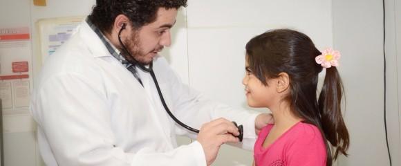 """. """"El programa solo no va a ser una solución, pera ya es una oportunidad para ellos. Hoy en día, para marcar una consulta en la salud privada usted necesita dos meses, en mi puesto los pacientes se llevan menos de 15 días"""", celebra Daniel, médico brasileño"""