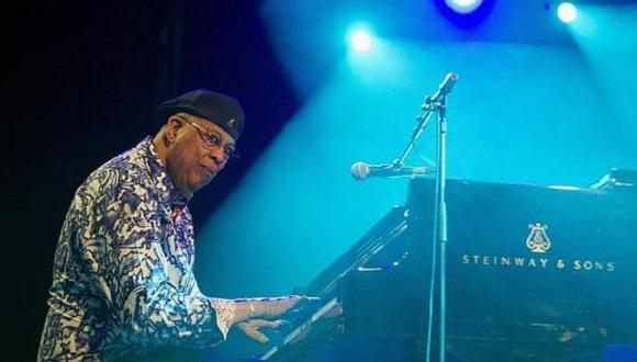 El pianista cubano Chucho Valdés y su grupo, The Afro-Cuban Messengers, durante su concierto en la última jornada del Festival de Jazz de Vitoria-Gasteiz. FOTO: EFE.