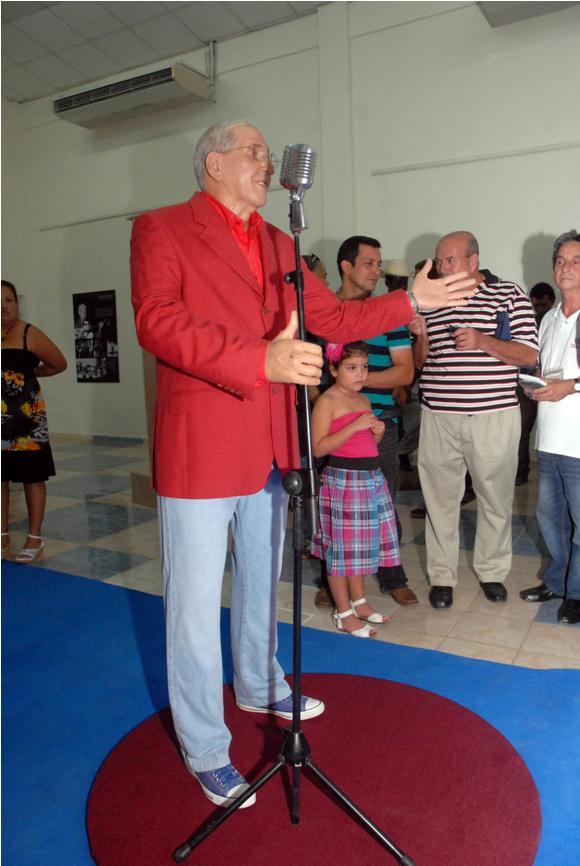 Juan Formell tiene su estatua de cera en Bayamo  Cubadebate