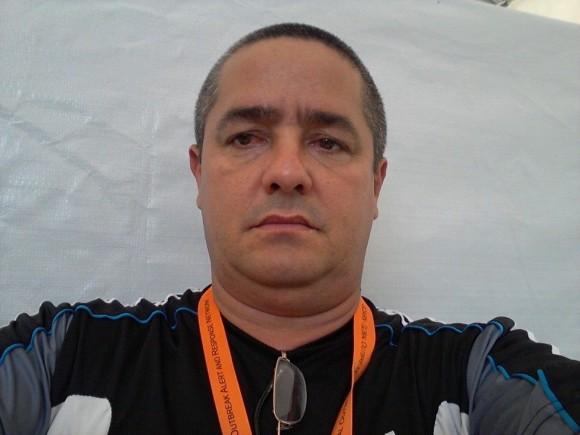 El Dr. Ronald Hernández Torres, quien desde su cuenta de Facebook refleja el accionar diario de la brigada médica cubana en Liberia.