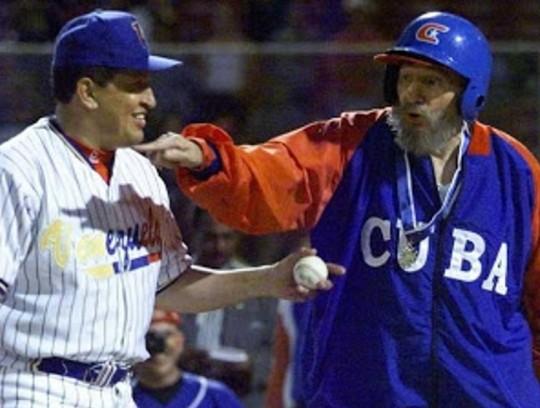 No hay otra broma de más resonancia hecha por un Jefe de Estado a otro; claro que en este caso fue más bien la que le hizo un padre a un hijo, como jugando -y de un juego se trata-. Fue el 18 de noviembre de 1999 en el Estadio Latinoamericano, Fidel y Chávez habían acordado un juego de veteranos del béisbol de Cuba y Venezuela.