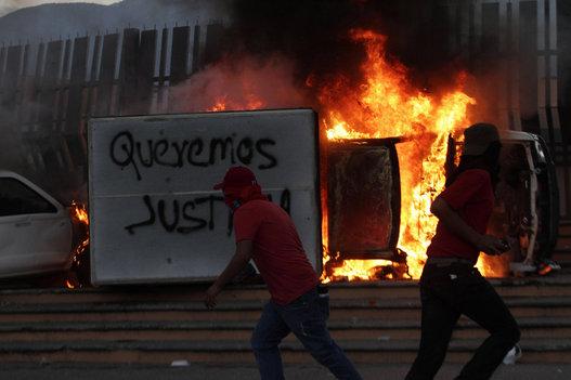 Las protestas en México por la desaparición de los 43 estudiantes se intensifican. Foto: Reuters.