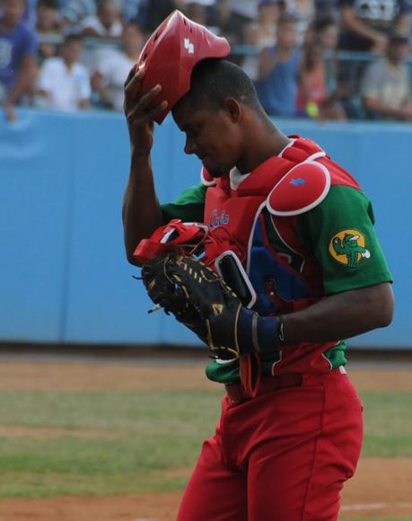 Alarcón: buen bateador, excelente corredor, mal catcher. Foto: Ladyrene Pérez / Cubadebate.