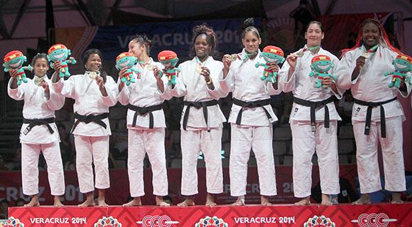 Oro para el equipo cubano femenino de Judo. Foto: Ismael Francisco / Cubadebate