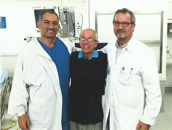 Gerone, Félix y Jorge, en la unidad intensiva del hospital, cuando el paciente ya estaba curado.