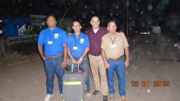 """El médico cubanos Félix Báez Sarría, quien sobrepasó la infección con el Ébola, está de regreso en Sierra Leona para continuar junto al resto de los miembros del contingente cubano de la salud """"Henry Reeve"""" el combate contra la mortal enfermedad. Foto: Pichy Vigil Fonseca, miembro del contingente."""
