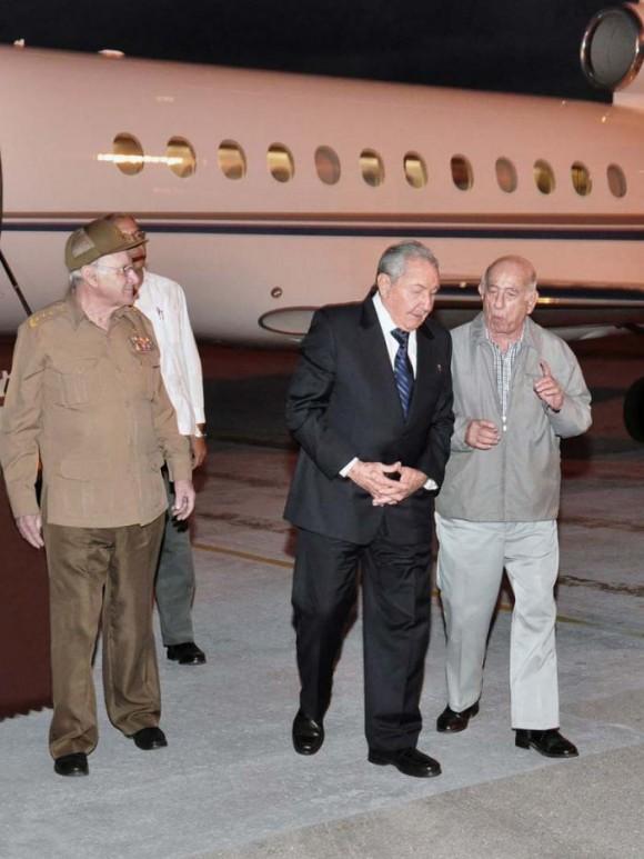 Raúl llegó a Cuba de Cumbre de CELAC en Costa Rica