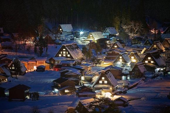 Shirakawa-Go es una villa localizado en la parte nororiental del distrito de Ōno, en la prefectura de Gifu, Japón