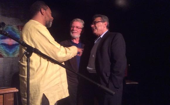"""De izquierda a derecha, James Earley, Robert Gild y Armando García en """"Busboys and Poets"""", este lunes."""
