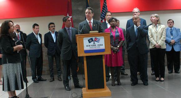 El gobernador de Nueva York, Andrew Cuomo (C),  en conferencia  sobre las perspectivas de comercio con Cuba, efectuada en el Hotel Nacional,  en  La Habana, el 21 de abril de 2015.  AIN   FOTO/ Manuel MUÑOA/Prensa Latina/