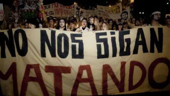 El jueves decenas de miles salieron a las calles a protestar AFP.