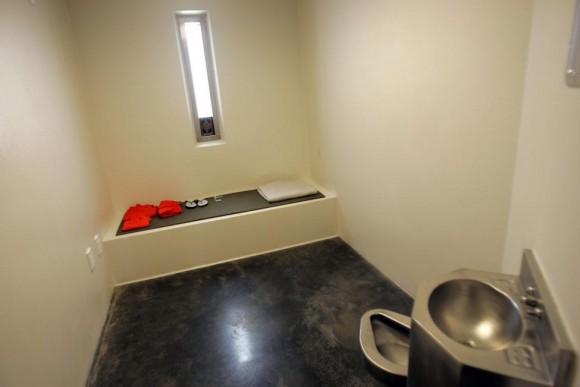 Una celda de un detenido no cumplen las normas se representa dentro de la prisión de máxima seguridad en el Campamento 5 en la Base Naval de la Bahía de Guantánamo de Estados Unidos 26 de junio 2006. Foto: Brennan Linsley/ Reuters.