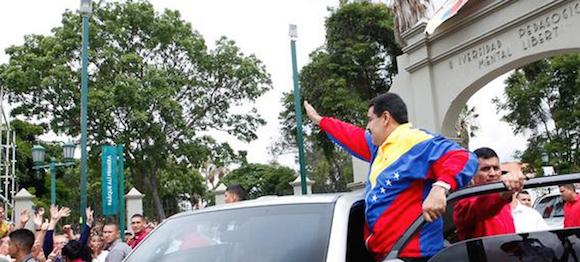 """""""Estamos haciendo una jornada histórica (…) Quiero felicitar al pueblo de Venezuela que desde las ocho de la mañana se volcó a los centros de votación a votar"""", dijo Maduro. Foto: Noticias 24"""