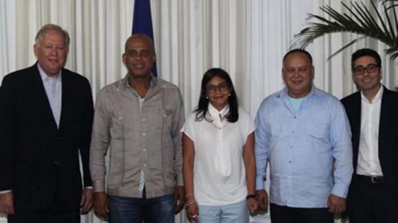 De izquierda a derecha, Thomas Shannon, Michel Martelly, Delcy Rodríguez y Diosdado Cabello. Foto: El Nacional