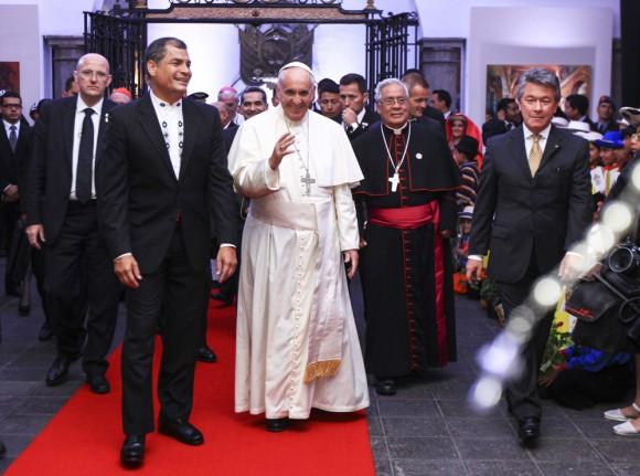 En la homilía participaron el presidente Rafael Correa y el vicepresidente Jorge Glas. Foto: EPA.