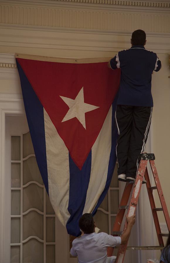En la casa con el número 2630 de la calle 16 será izada la bandera de Cuba, lo cual dará un toque especial al cambio de estatus de la instalación. Foto: Ismael Francisco/ Cubadebate