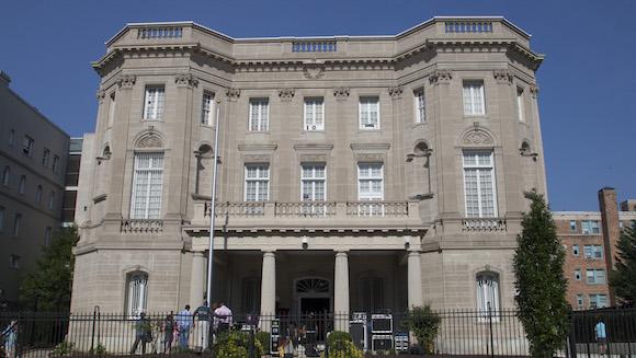 La Embajada de Cuba en Washington, en una imagen de este domingo, cuando se ultimaban detalles para la apertura oficial. Foto: Ismael Francisco/ Cubadebate
