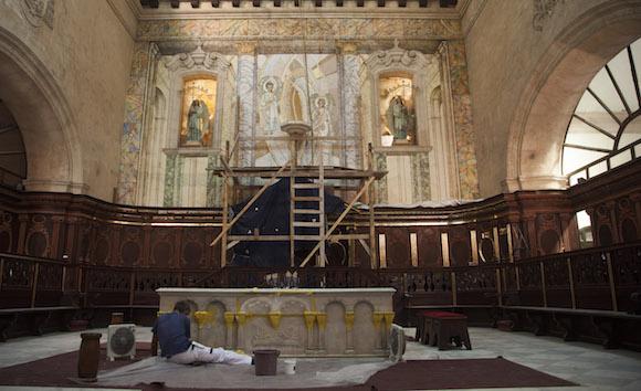 Presbiterio de la Catedral de La Habana en reparación. Foto: Ismael Francisco/ Cubadebate