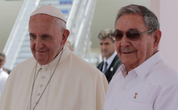 El Papa y Raúl en la despedida de Cuba. Foto; Ismael Francisco / Cubadebate