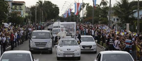 El pueblo de la capital recibió en las calles al Papa Francisco. Foto: Ismael Francisco/ Cubadebate.