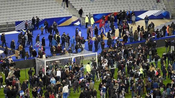 En el Stade de France se encontraban unos 80 mil aficionados en el momento de los ataques. Foto: AFP.