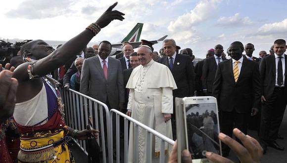 Nairobi acoge al Papa Francisco entre gran expectación y entusiasmo hasta el viernes, cuando se trasladará a Uganda. Foto: AP
