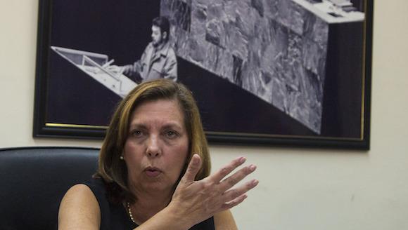 Josefina Vidal, directora general del Departamento de Estados Unidos del Ministerio de Relaciones Exteriores de Cuba, en conferencia de prensa hoy en La Habana. Foto: Desmond Boylan/ AP