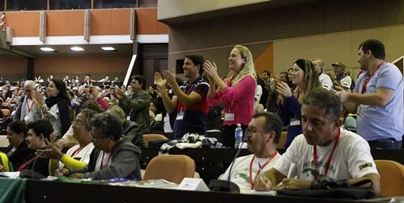 El público ovacionó al ex presidente de Uruguay, José Mujica. Conferencia Internacional Jose Marti. Palacio de las Convenciones, Cuba. Foto: José Raúl Concepción/Cubadebate.