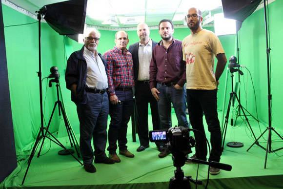 Con todo el equipo de redacción del medio español. Foto: Canaria Solidaridad.
