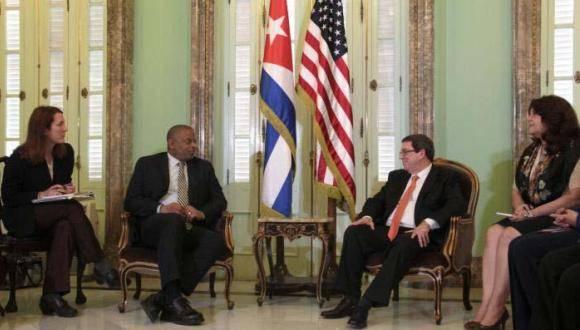El ministro de Relaciones Exteriores de Cuba, Bruno Rodríguez Parrilla, recibió en la Cancillería al Excelentísimo Sr. Anthony Foxx, Secretario de Transporte de los Estados Unidos de América. Foto: Yaimí Ravelo/Granma.