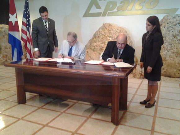 Por la parte cubana subscribió el documento el coronel Cándido Regalado Gómez, jefe de la Oficina Nacional de Hidrografía y Geodesia (ONHG), mientras que por la estadounidense estuvo Jefrey de Laurents, encargado de negocios de la Embajada de los Estados Unidos en La Habana.