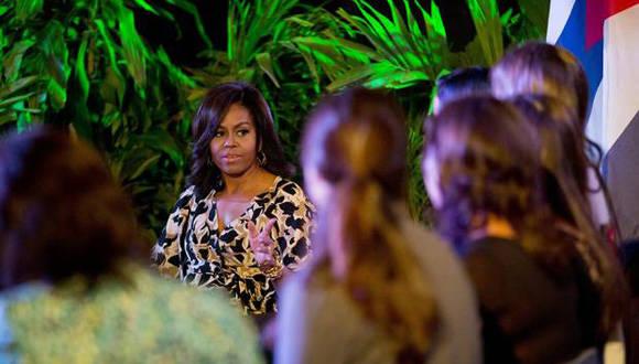 Michelle Obama durante su encuentro en la Fábrica del Arte. Foto: AP