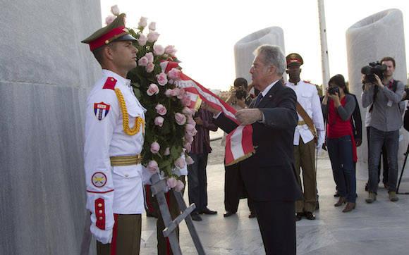 El presidente de Austria Heinz Fischer rinde homenaje al Héroe Nacional de Cuba. . Foto: Ismael Francisco/ Cubadebate