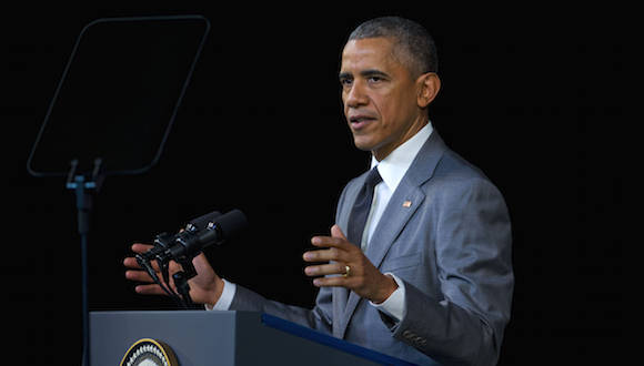 "Barack Obama mira el teleprompter en El Gran Teatro de La Habana ""Alicia Alonso"" (AP Photo/Pablo Martinez Monsivais)"