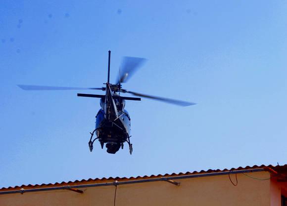La nave sorprendió a los residentes de la capital cubana al volar muy cerca de las azoteas. Foto: José Raúl Concepción/ Cubadebate.