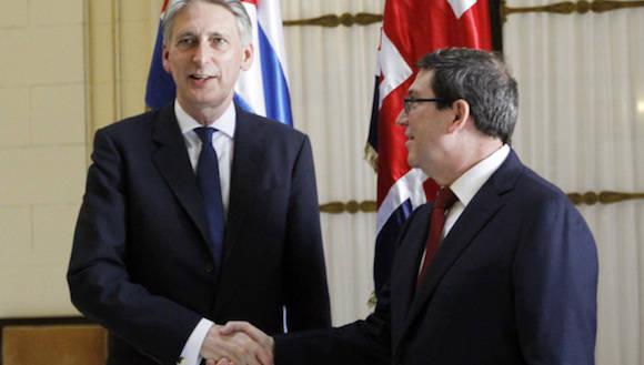 El responsable de la diplomacia británica se entrevistó con su homólogo cubano, Bruno Rodríguez, y suscribió varios acuerdos de cooperación con altos funcionarios del gobierno comunista en sectores como energía, educación, cultura y en servicios financieros.