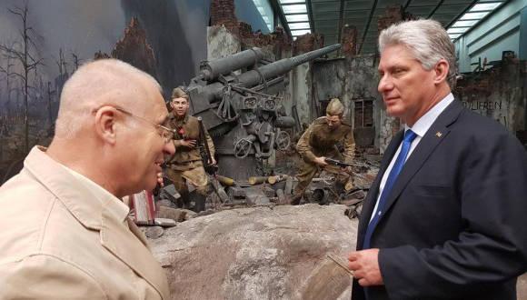 Díaz Canel visitó el Museo de la Gran Guerra Patria en Moscú. Foto: Cuenta en Twitter de Rogelio Sierra, Viceministro del MINREX