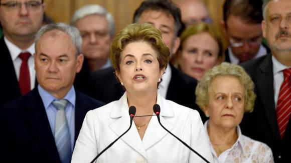"""""""Debemos consultar a la población para reconstruir el pacto constitucional que rompió el proceso de juicio político"""", dijo Dilma Rousseff."""