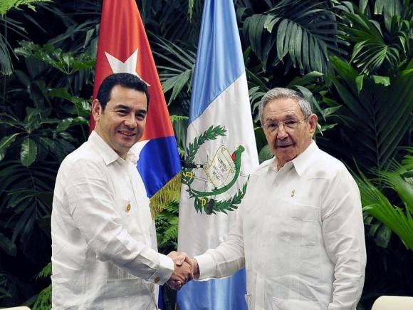 El General de Ejército Raúl Castro Ruz recibió este sábado al excelentísimo señor Jimmy Morales, Presidente de la República de Guatemala, La Habana, 4 de junio de 2016. Foto: Estudio Revolución.