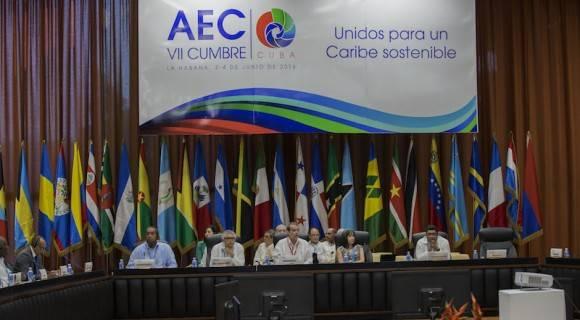 La VII Cumbre de la Asociación de Estados del Caribe (AEC) se inició hoy en La Habana con la unidad para enfrentar los retos del desarrollo sostenible, además del cambio climático y la paz regional, como temas principales. Foto: Ismael Francisco/ Cubadebate