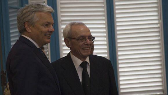 Entrega de la medalla del Grado de Caballero de la Orden de Leopoldo a Eusebio Leal Spengler, durante visita de canciller belga a Cuba. Foto: Ismael Francisco.