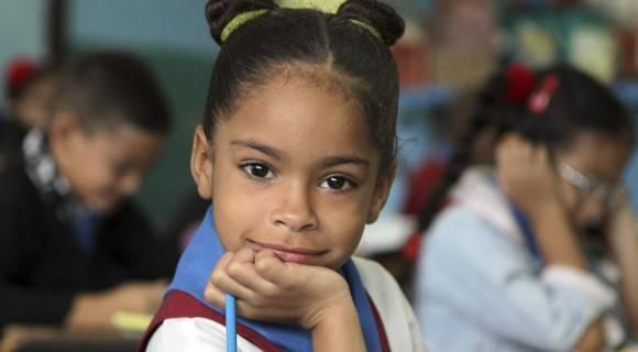 Niña en su primer día de clase. Foto: Ladyrene Pérez/ Cubadebate